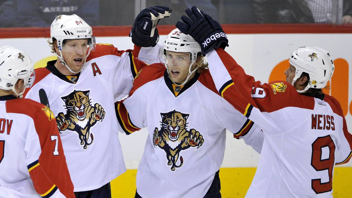 Florida Panthers' Kris Versteeg (C) celebrates his goal against the Winnipeg Jets with teammates Brian Campbell (L) and Stephen Weiss during the first period of their NHL game in Winnipeg, November 10, 2011.