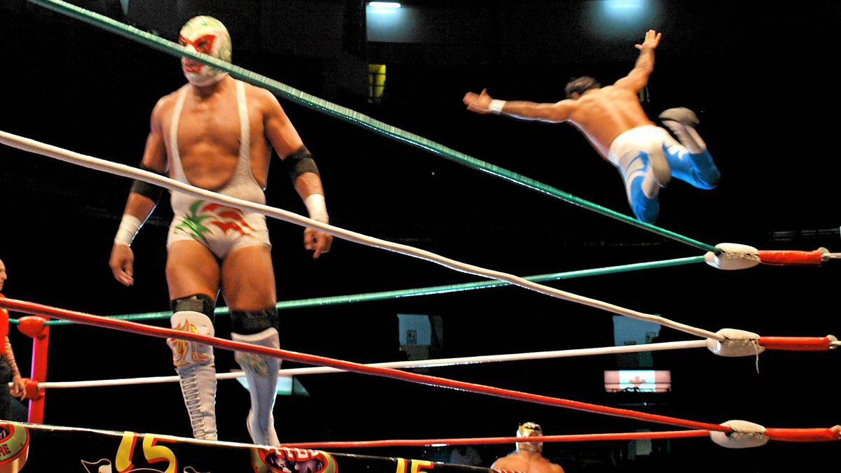 Friday nights at Aren aMexico is part Cirque, part WWE.