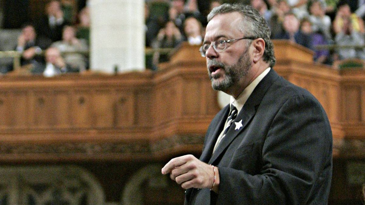 Treasury Board President Reg Alcock speaks during Question Period in the House of Commons on Sept. 28, 2005.