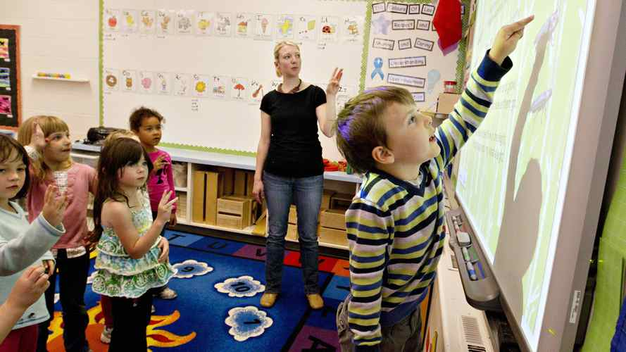 .Teacher Miriam Foth directs Joel Buckley (right) during the full day kindergarten class at Leo Nickerson Elementary School in St. Albert Alberta. Schools are loosing funding to offer full day kindergarten classes and will have to go back to half day.