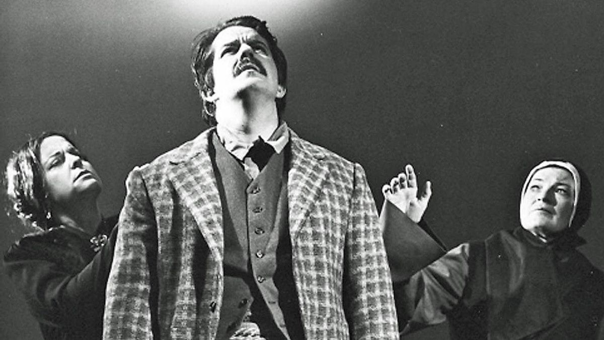 Bernard Turgeon as Riel in Louis Riel with Patricia Rideout, left, and Mary Morrison, right.