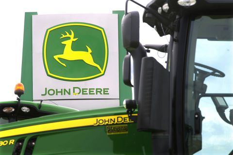 Deere & Company (NASDAQ:DE) Expected To Report Earnings On Friday