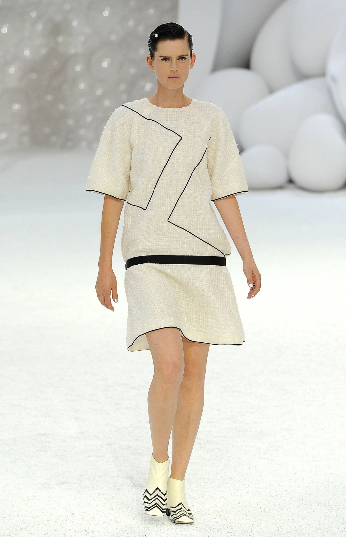But Lagerfeld did not go overboard with oceanic references. The simplicity of a thin black line as it continues around the dress suggests the designer is having a less-is-more moment.