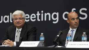 RIM co-CEOs Mike Lazaridis, left, and Jim Balsillie are likley to resist activist shareholder pressure to change management. THE CANADIAN PRESS/Chris Young