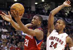Philadelphia 76ers forward Thaddeus Young goes to the basket past Toronto Raptors forward Sonny Weems (R) during the second half of their NBA basketball game in Toronto March 7, 2010. REUTERS/Mike Cassese