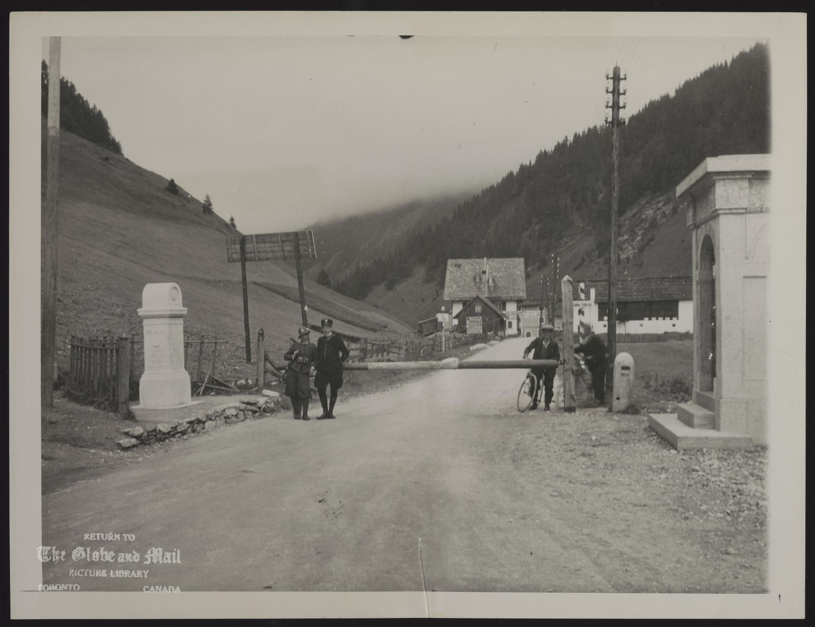 BRENNER PASS (Italy) BRENNER PASS BOUNDARY MARKER THIS GATE AND THE MONUMENT AT THE LEFT, ERECTED IN 1919, MARK THE BOUNDARY ON THE BRENNER PASS BETWEEN ITALY AND GERMAN-OCCUPIED AUSTRIA. AN ITALIAN CARABINIERE AND A CUSTOMS GUARD STAND AT THE LEFT. GERMANY ANNOUNCED ITALY OCCUPIED PASS SEPTEMBER 7. Associated Press Photo OB 9/9/43 1155 AEW FLS 43 A NYC KN NRL SUH MON TORGM PA TWC LON MEX BAIRES
