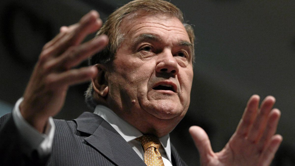 Former Homeland Security Secretary Tom Ridge speaks at the U.S. Chamber of Commerce August 17, 2011, in Washington, DC.