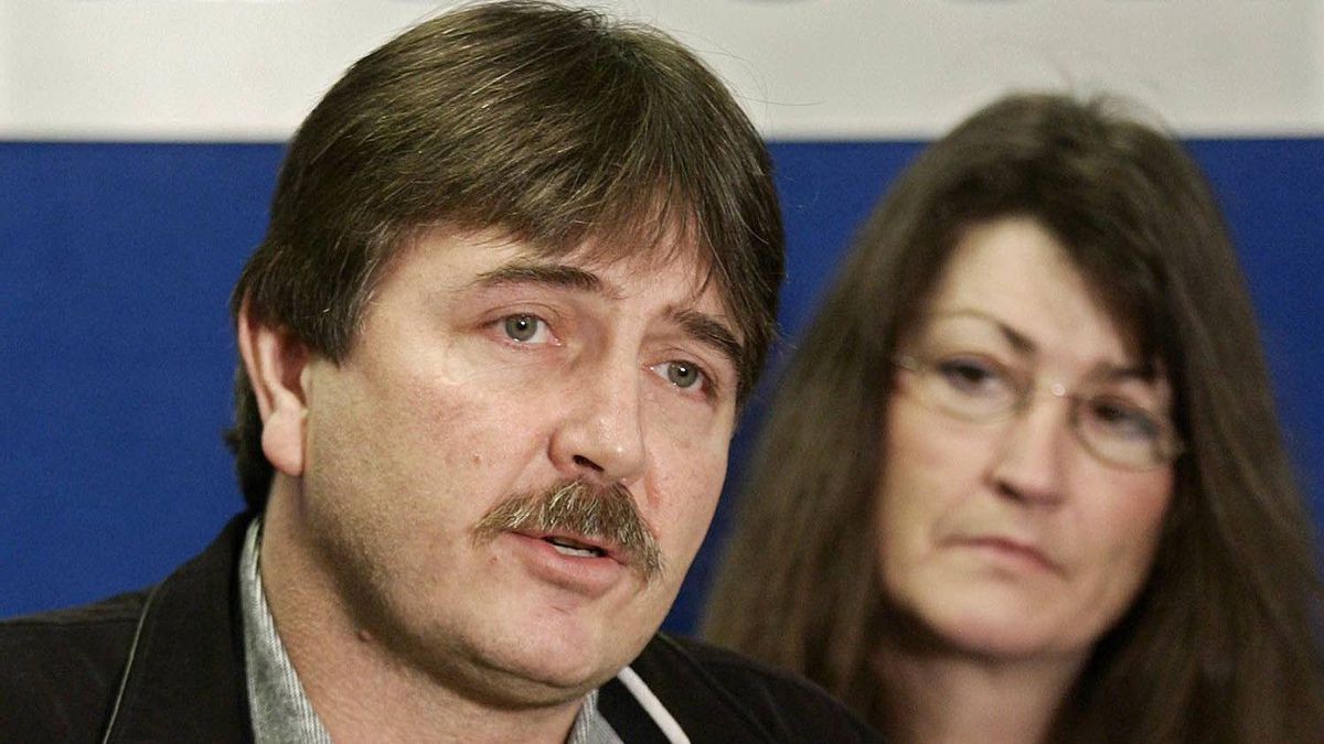 Doug De Patie and his wife Corrinne speak to reporters during press conference where they called on the provincial government to implement new safety measures for nightshift workers employed in the service industry, Vancouver, B.C., Friday, Feb. 3, 2006. Their son Grant De Patie was killed while trying to stop someone from stealing gas.
