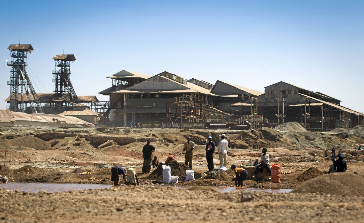 Some of China's biggest miners are investing in the Democratic Republic of Congo, despite old and crumbling infrastructure.