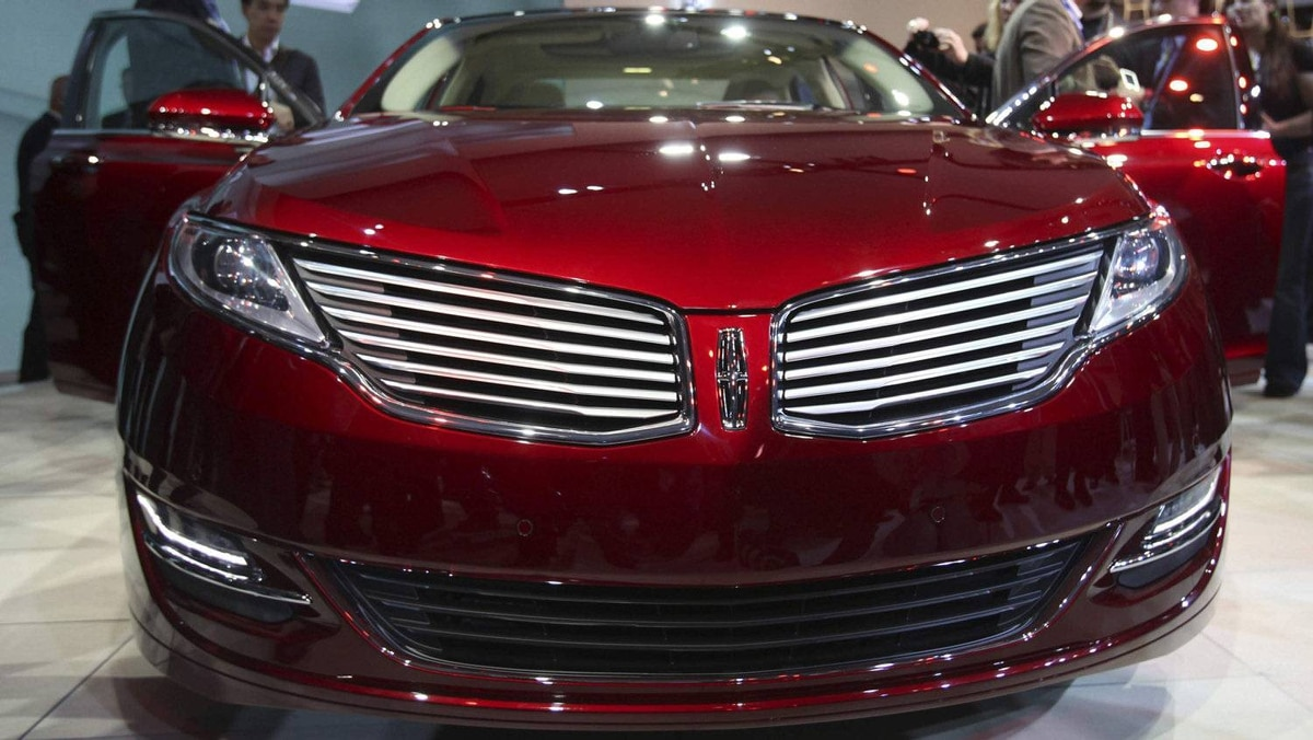 The 2013 Lincoln MKZ.