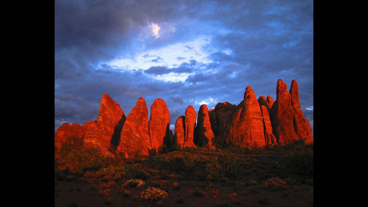 Keith Deglow photo: Arches National Park - Sunset, fall 2005