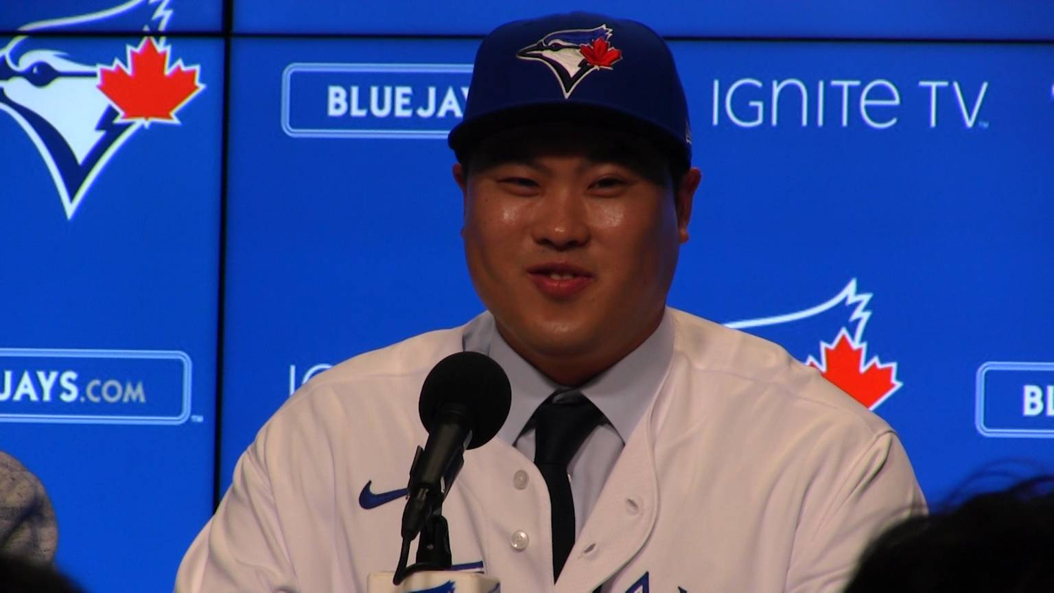 Ace left-hander Hyun-jin Ryu officially signs with Toronto Blue Jays