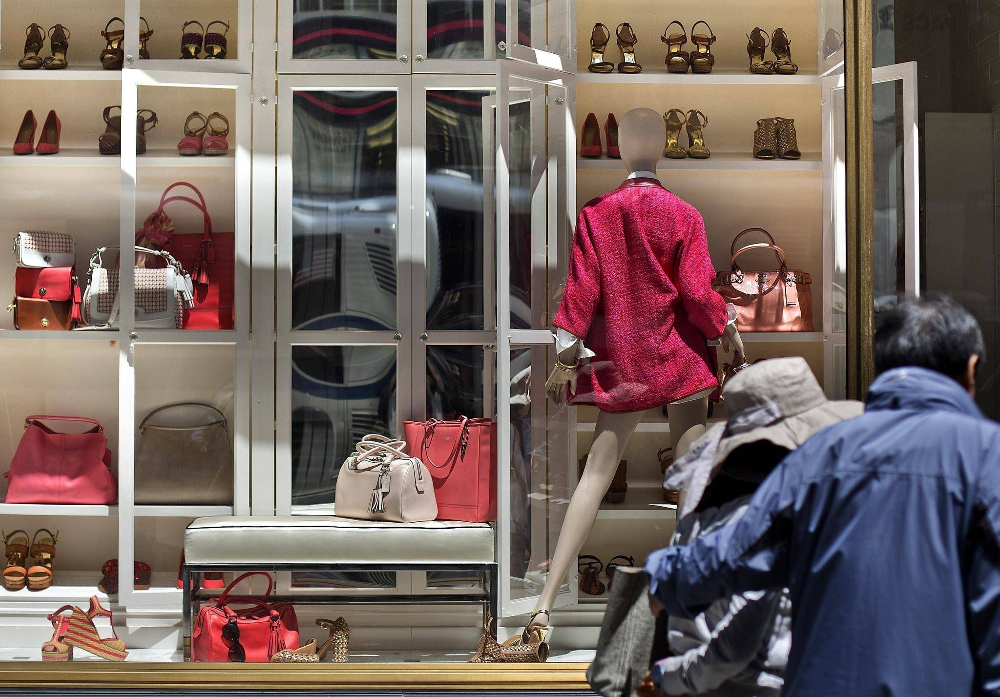 Luxury Goods Retailer Coach Changing Name To Tapestry The Globe