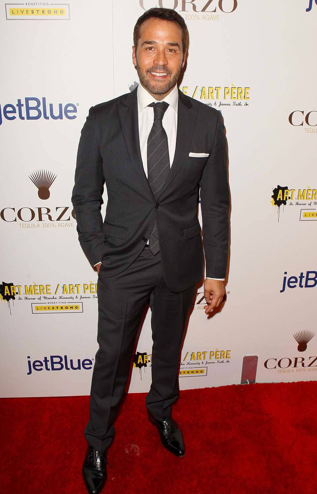 Determined champion of the underclasses Jeremy Piven wore three shades of grey to the second annual Art Mere/Art Pere Night in West Hollwood last week.