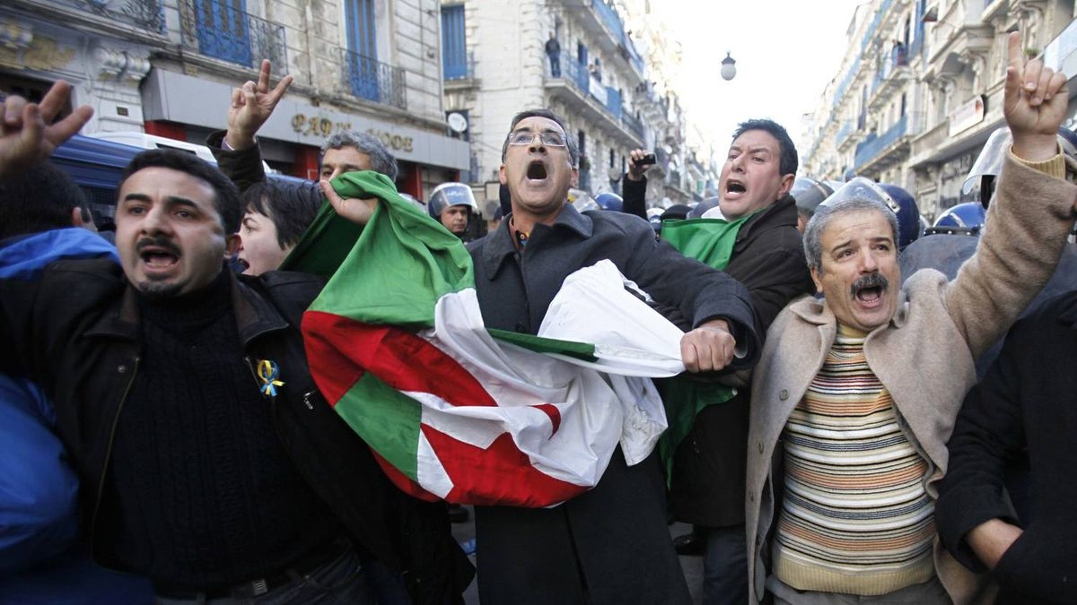 Protesters chant slogans during a demonstration in downtown Algiers, January 22, 2011. A small group of Algerian opposition supporters trying to hold a banned protest clashed with police in the capital and several people were injured, protest organisers and official media said on Saturday.