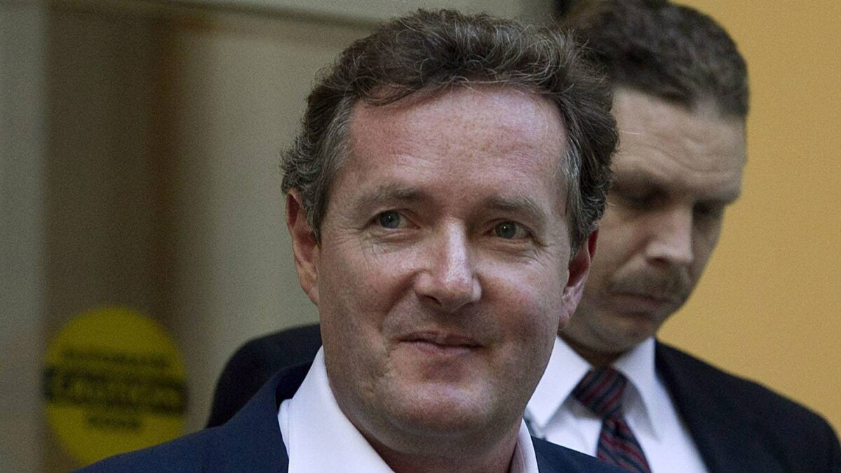 "Piers Morgan, host of CNN's ""Piers Morgan Tonight,"" leaves the CNN building in Los Angeles, Tuesday, Dec. 20, 2011."