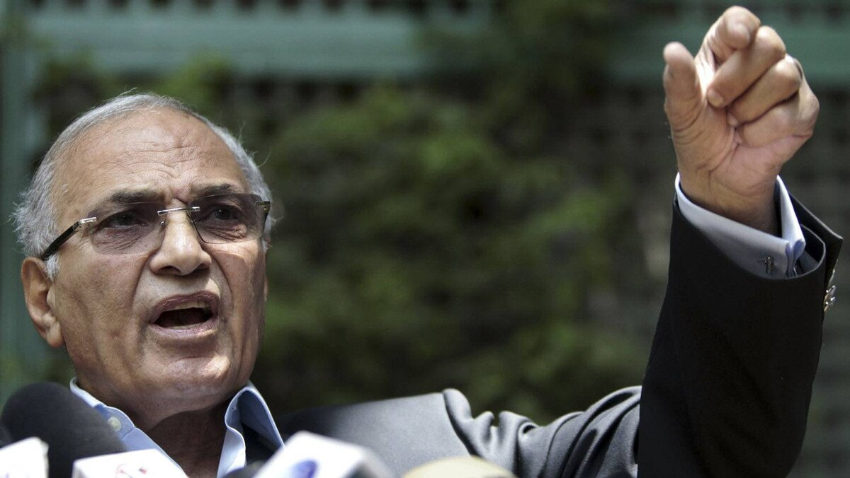 Former Prime Minister and presidential candidate Ahmed Shafiq talks during a news conference in Cairo, May 14, 2012.