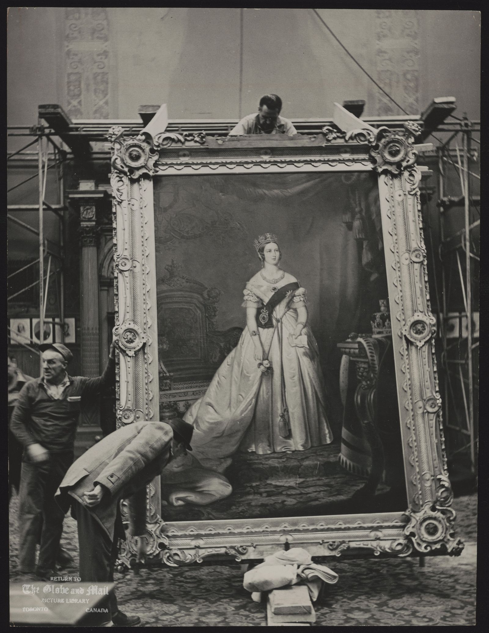 The notes transcribed from the back of this photograph are as follows: City Council painting of Queen Victoria begins three-day journey to new home in osgoode Hall.