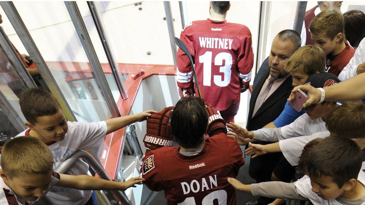 Phoenix Coyotes right wing Shane Doan (19) takes to the ice with some pats on the back from fans as his team readies to face the Los Angeles Kings in Game 5 of the NHL Western Conference hockey finals in Glendale, Arizona, May 22, 2012. REUTERS/Todd Korol