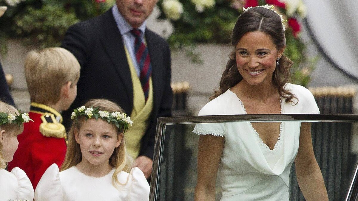 Maid of Honour Pippa Middleton, Kate Middleton's sister, right, and bridesmaid Margarita Armstrong-Jones, second from left, leave the Goring Hotel for Westminster Abbey ahead of the Royal Wedding, London, Friday, April, 29, 2011.