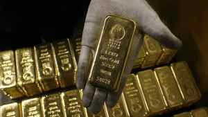 File photo of an employee displaying a bar of one kilogram fine gold at a plant of gold refiner and bar manufacturer Argor-Heraeus SA in the southern Swiss town of Mendrisio November 13, 2008.