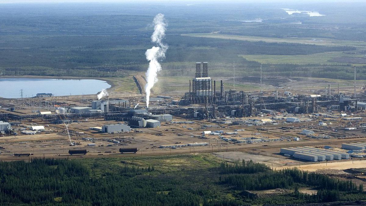 The Canadian Natural Resources Ltd. Horizon oil sands facility near Fort McMurray, Alberta.