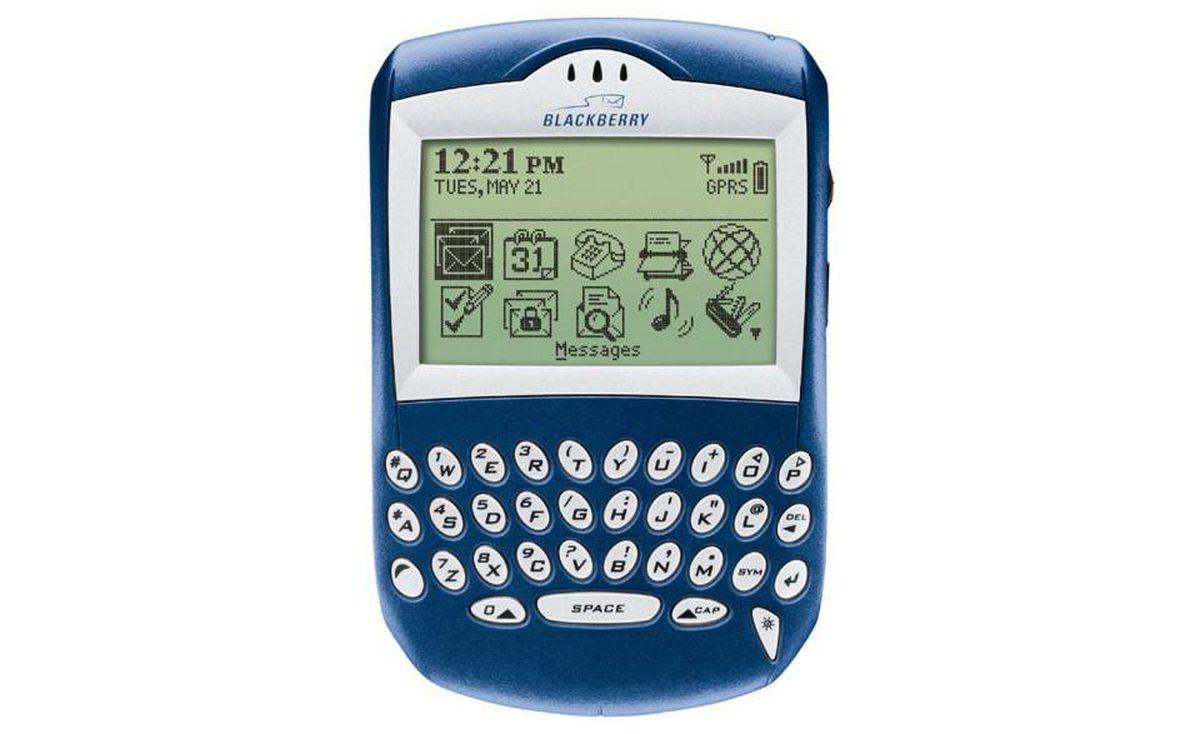 2003 - BlackBerry 6210: Introduced BlackBerry messenger.