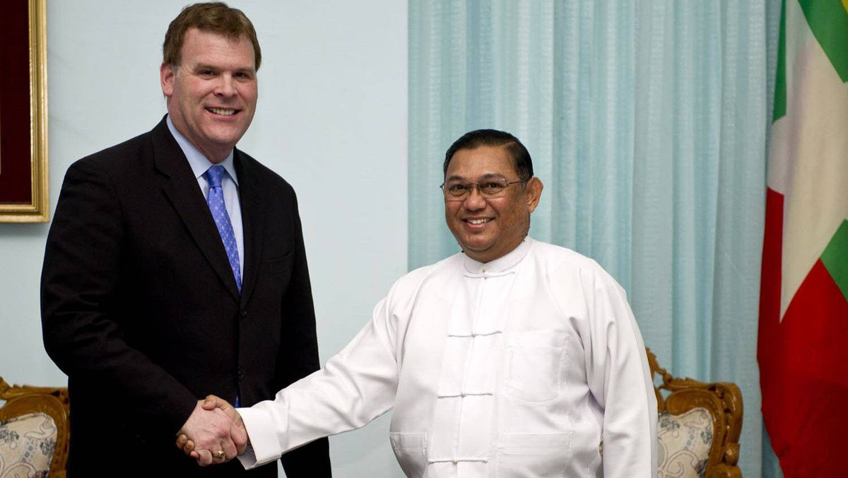 Foreign Affairs Minister John Baird meets with his Myanmar counterpart, Wunna Maung Lwin, in Naypyitaw, on March 8, 2012.