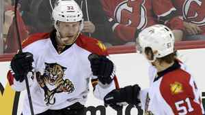 Florida Panthers' Kris Versteeg (L) celebrates with teammate Brian Campbell after scoring against the New Jersey Devils during the second period of Game 6 of their NHL Eastern Conference quarter final playoff hockey game in Newark, April 24, 2012. REUTERS/Ray Stubblebine