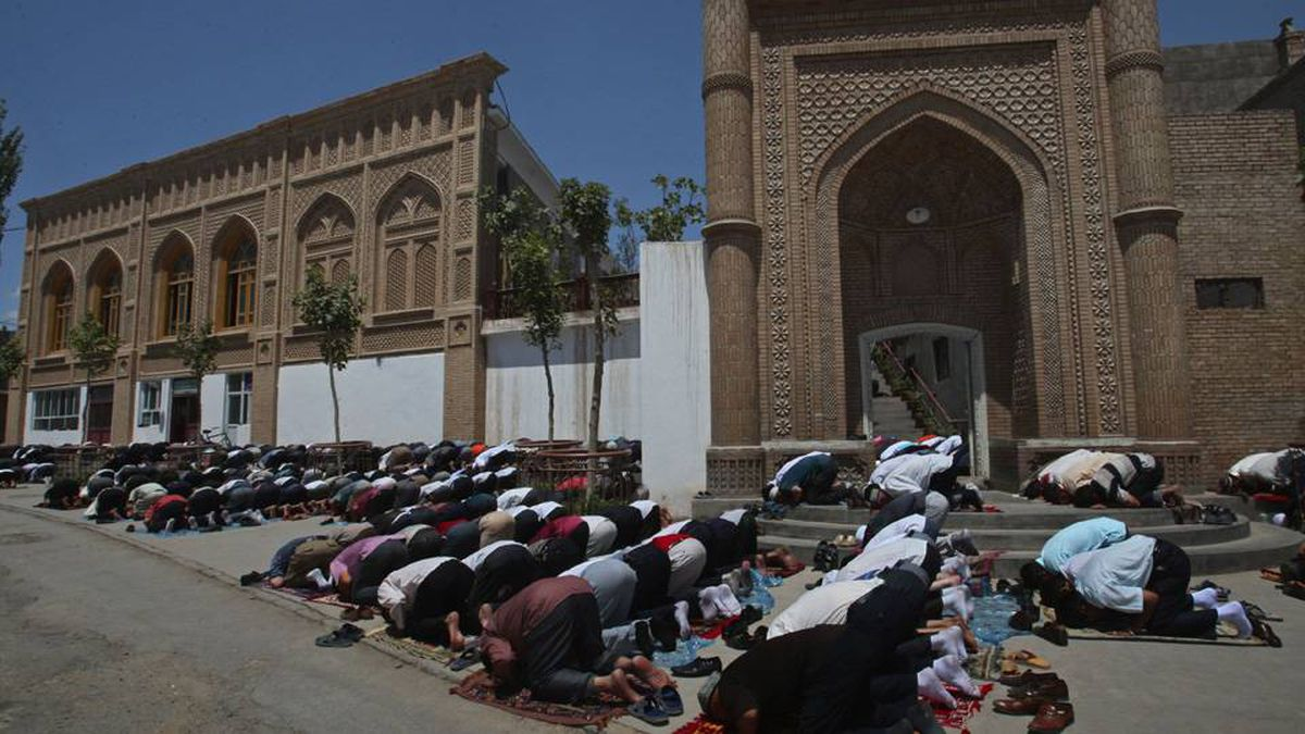 Muslim worshipers pray outsise a mosque in noon prayers in Kashgar, China, Friday, July 10, 2009.