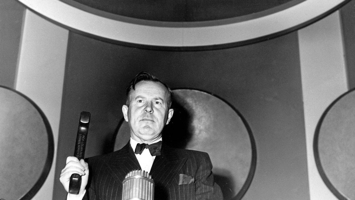 1952: Lester Pearson is elected president of the UN General Assembly. As president, he tries to mediate a settlement of the Korean War.