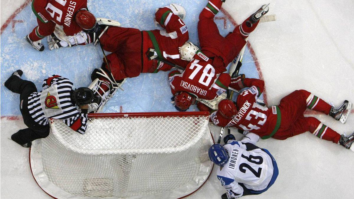 Finland's Jarkko Immonen (R down) watches as Belarus' Andrei Stepanov (L), goalkeeper Vitaly Koval, Mikhail Grabovski and Viktor Kostyuchyonok lie on ice during their 2012 IIHF men's ice hockey World Championship Group H game in Helsinki May 4, 2012. Finland won 1-0. REUTERS/Grigory Dukor