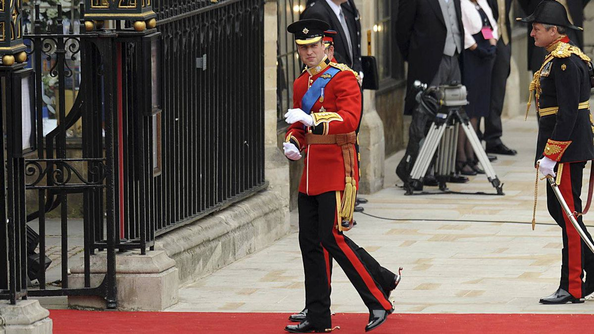 Britain's Prince William, centre, arrives at the West Door of Westminster Abbey for his wedding, in London on April 29, 2011.
