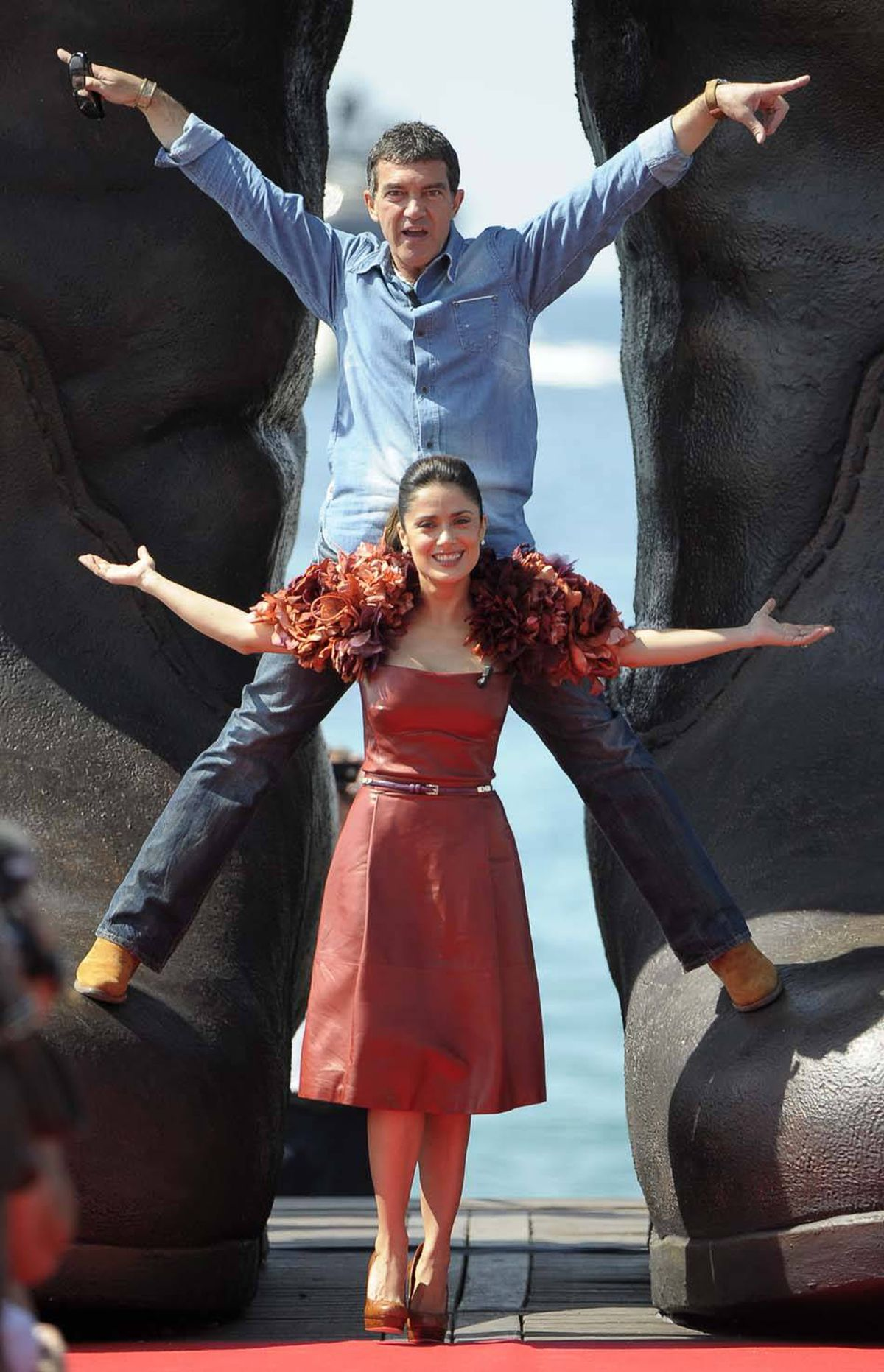 Spanish actor Antonio Banderas and Mexican actress Salma Hayek pose during the 'Puss in Boots' photocall at Carlton Beach during the 64th Cannes Film Festival on May 11, 2011 in Cannes. AFP PHOTO / FRED DUFOUR (Photo credit should read FRED DUFOUR/AFP/Getty Images)