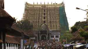 Devotees throng to Sree Padmanabhaswamy temple after offering prayers on the eve of Pongala festival in Thiruvananthapuram, capital of the southern Indian state of Kerala February 18, 2011.