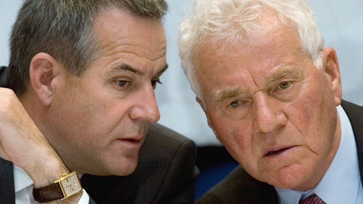 Magna International Co-Chief Executive Officer Siegfried Wolf, left, and Chairman Frank Stronach during a press conference following the company's annual general meeting in Markham, Ont., in 2009.