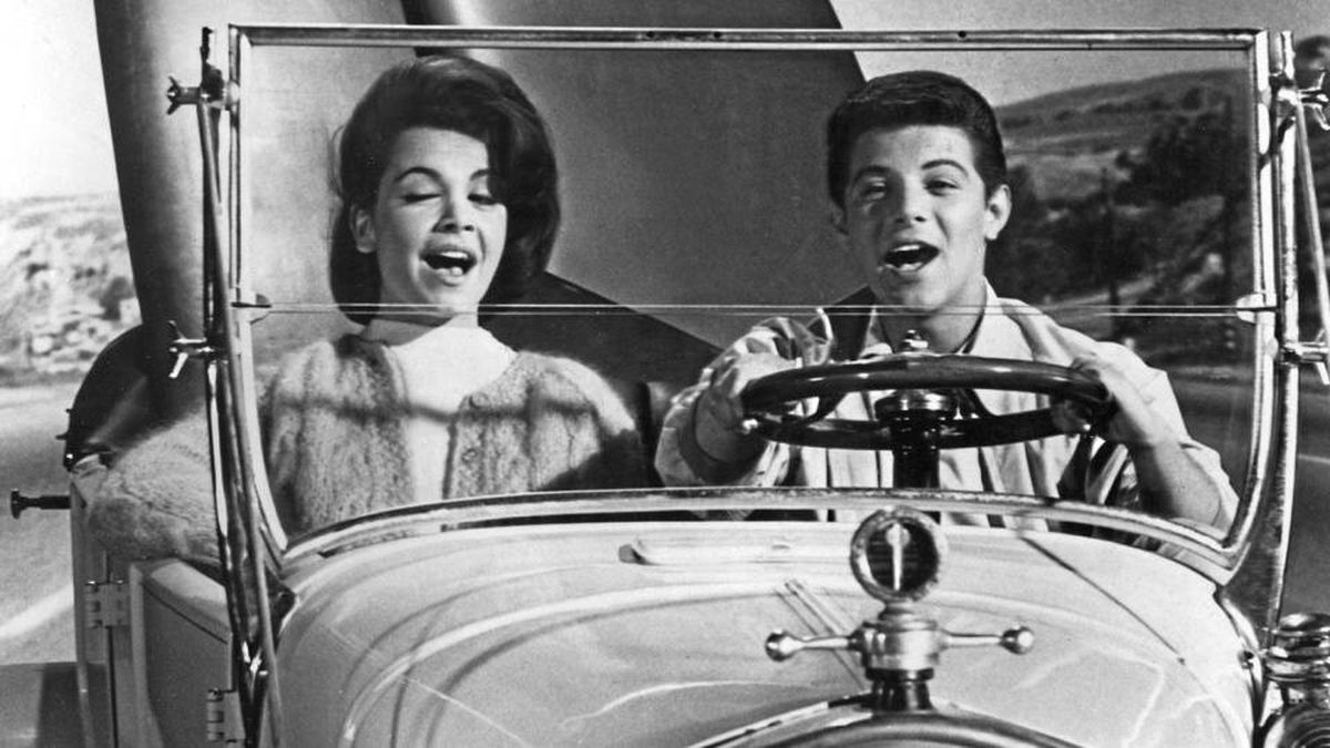 Annette Funicello and Frankie Avalon in Beach Party