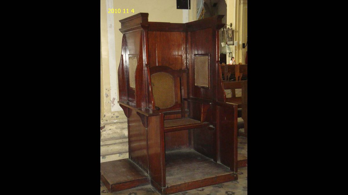 Angco Menarose photo: Confessional box - This was taken in Vigan City, Philippines (St Paul's Catheral). This box had heard millions of sins, I suppose. If only this box could talk.