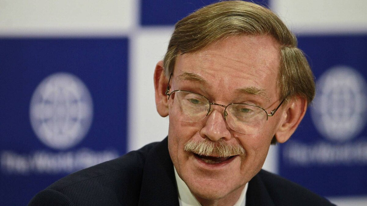 World Bank President Robert Zoellick addresses a press conference in New Delhi, India, Friday, March 30, 2012.