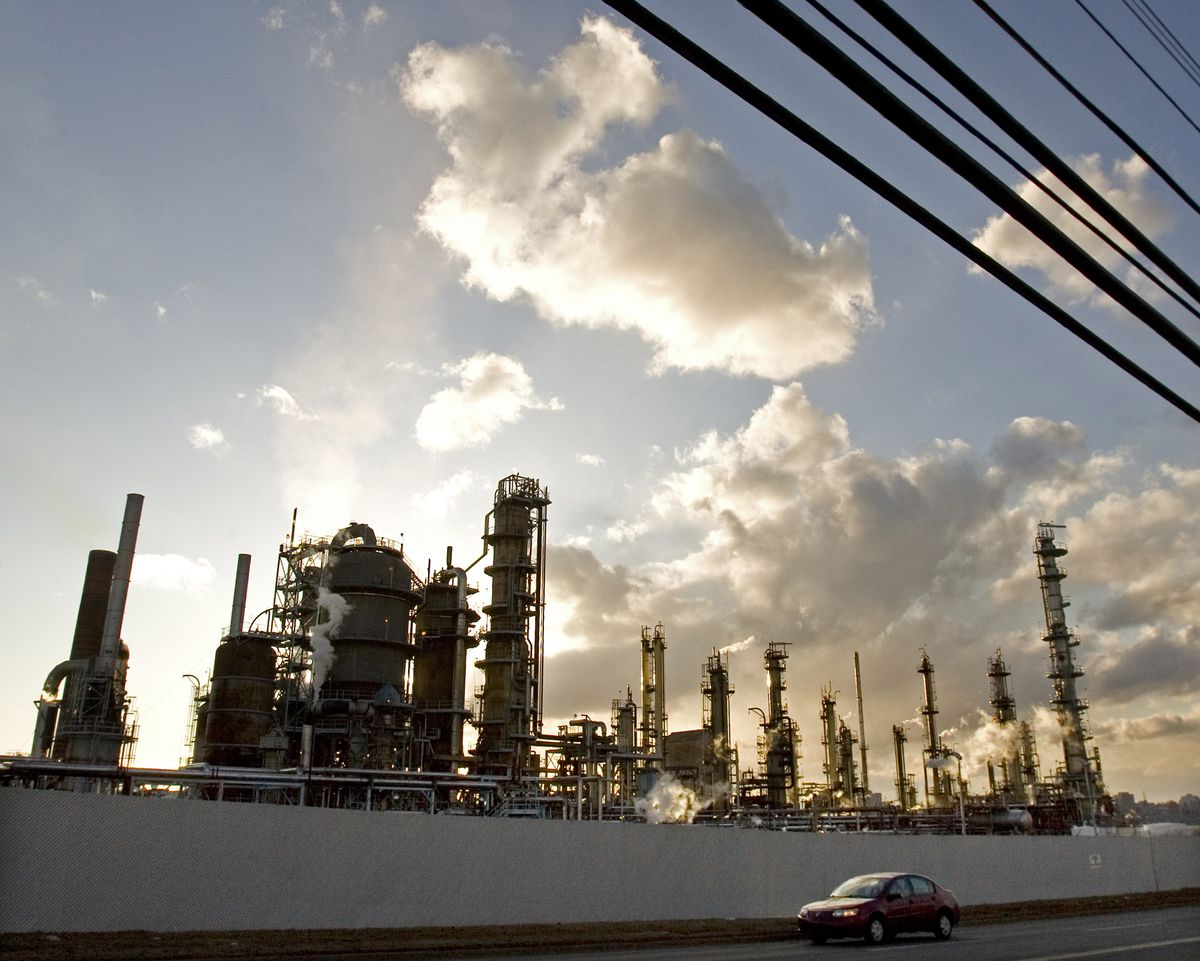 essay on refinery A crude oil refinery is a group of industrial facilities that turns crude oil and other inputs into finished petroleum products a refinery's capacity refers to the maximum amount of crude oil designed to flow into the distillation unit of a refinery, also known as the crude unit.