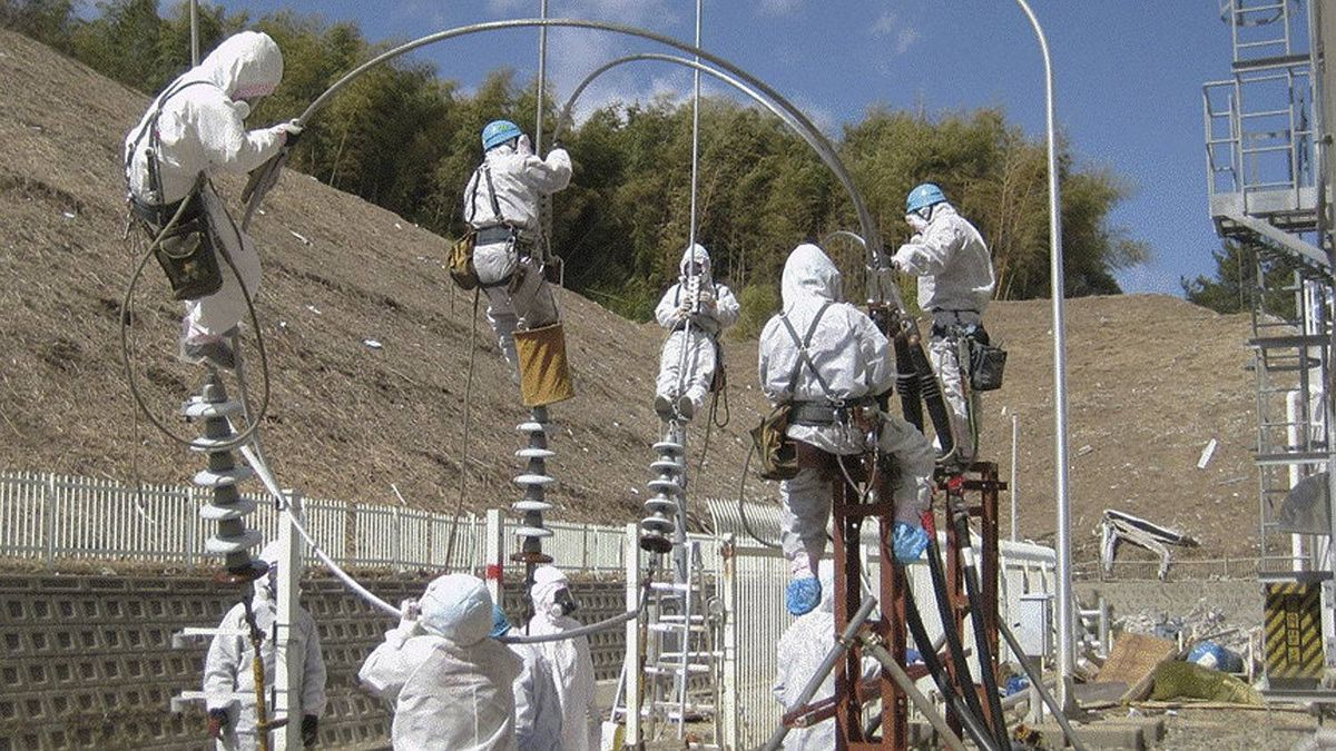 Handout photo from Tokyo Electric Power Co. shows worker attempting to repair power lines at the Fukushima Daiichi Nuclear Power Plant in Tomioka, Fukushima Prefecture northeastern Japan March 18, 2011. Picture taken March 18, 2011.