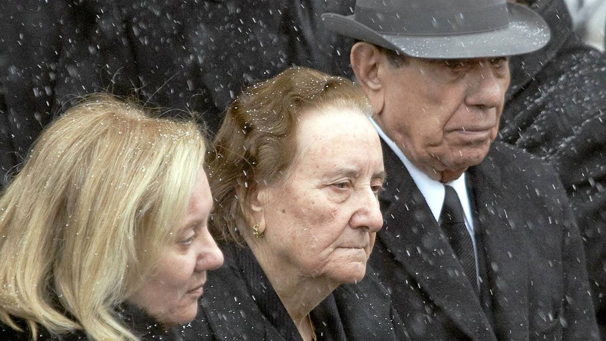 Nick Rizzuto Sr. (R) walks out of the church with family after his grandson Nick Rizzuto's funeral in Montreal, January 2, 2010. Nick Rizzuto, eldest son of Vito Rizzuto, the reputed head of the Montreal Mafia according to media reports, on Monday was gunned down in Montreal's Notre-dame-de-Grace neighborhood.