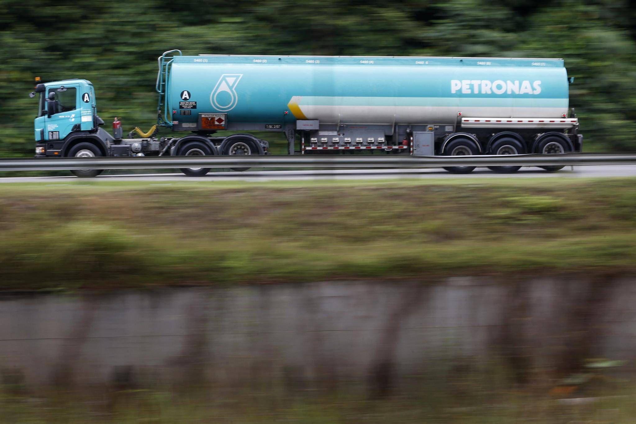 Petronas posts 96 per cent profit drop on lower oil price the petronas posts 96 per cent profit drop on lower oil price the globe and mail buycottarizona Gallery