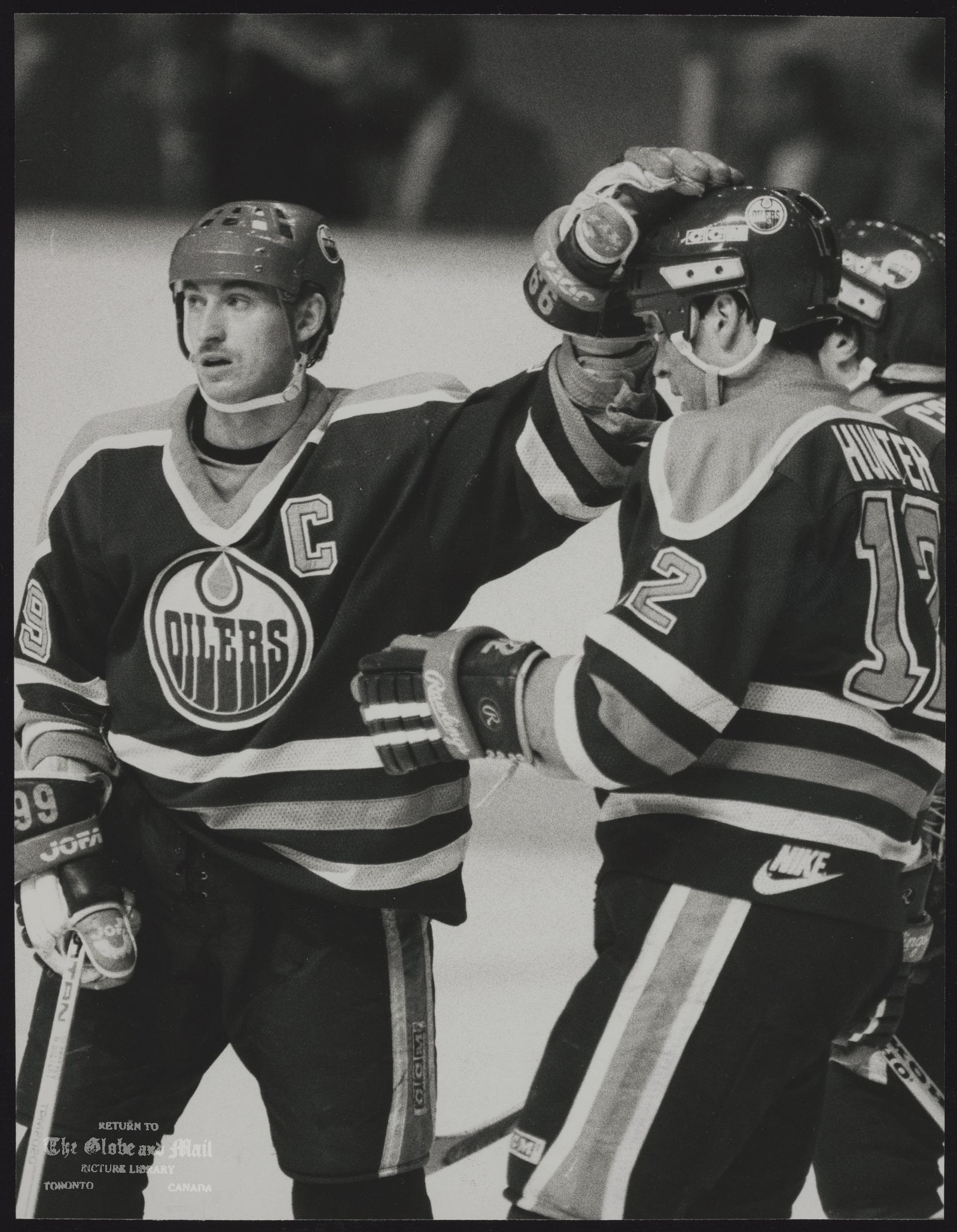 EDMONTON OILERS HOCKEY TEAM Wayne Gretzky and Oiler teammates