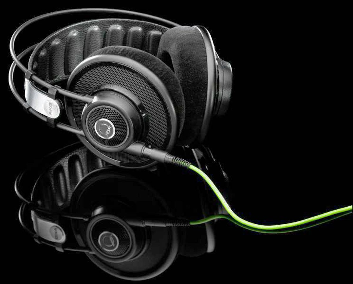 Best celeb-endorsed pair: AKG Q701 Quincy Jones Signature Line ($399.95) An old-school pro endorses headphones for old-school pros. Sound: Well balanced over all, but particularly shines in the warm, rich mids. Tunes: Great with anything, though they impress most with (surprise!) jazz and soul. Looks: Trendy? Nah, but they're not bad for a man his age.