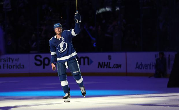 Tampa Bay Lightning clinch Presidents' Trophy with 4-1 win over Arizona Coyotes