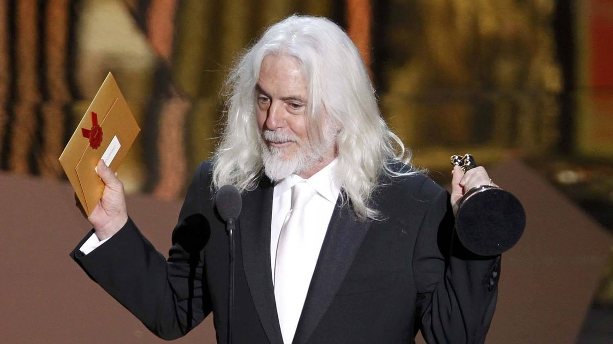 """Robert Richardson holds the Oscar he won for Achievement in Cinematography for """"Hugo."""""""