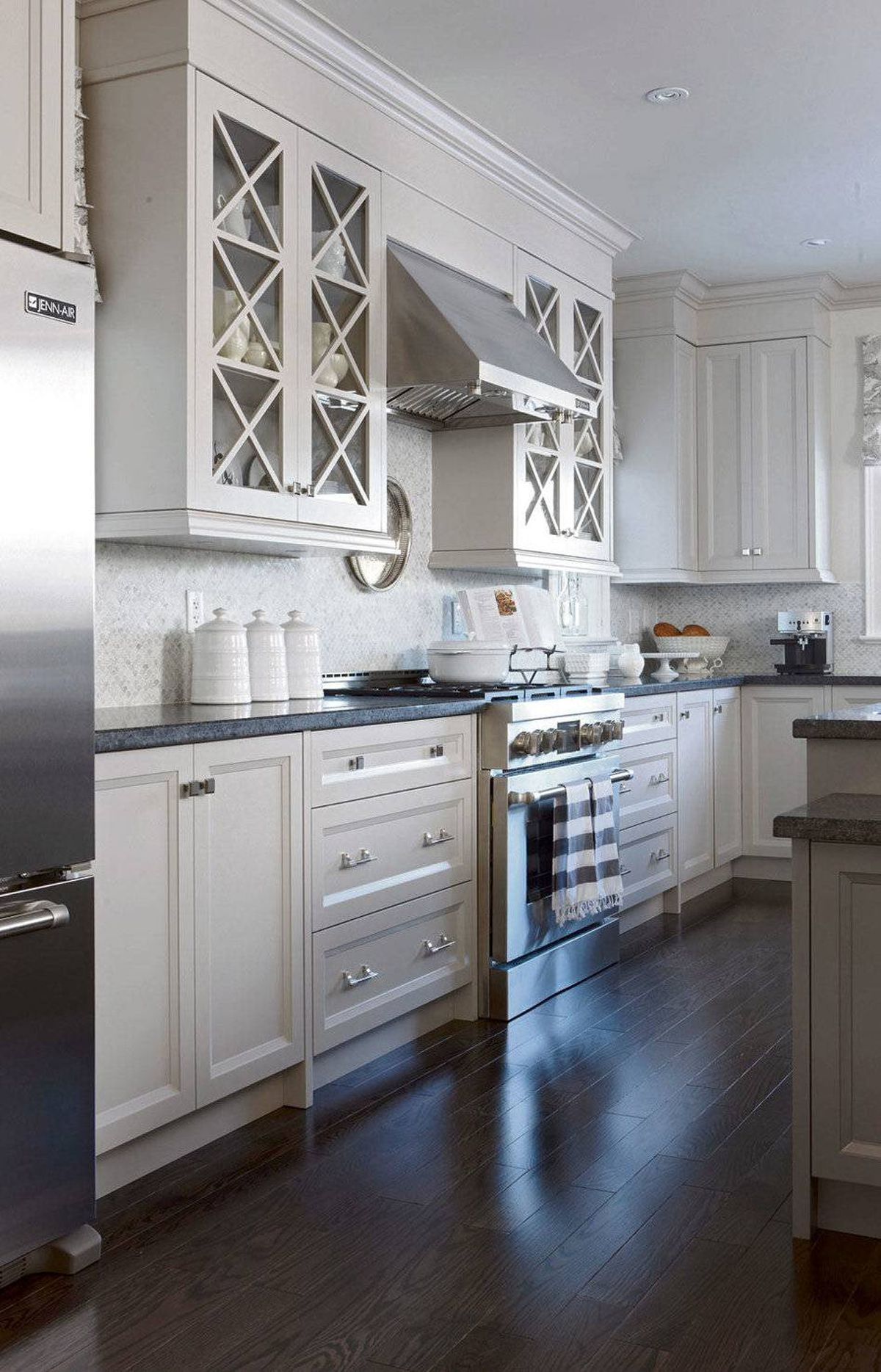 SIMPLE INTERVENTIONS Mouldings and trim details are the hallmarks of a custom builder, yet can easily be added to give rooms more stateliness.