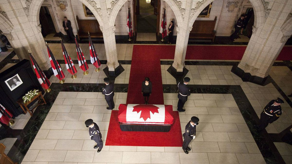 Olivia Chow, wife of NDP Leader Jack Layton, approaches her husband's coffin as his body lies in state in the foyer of the House of Commons.