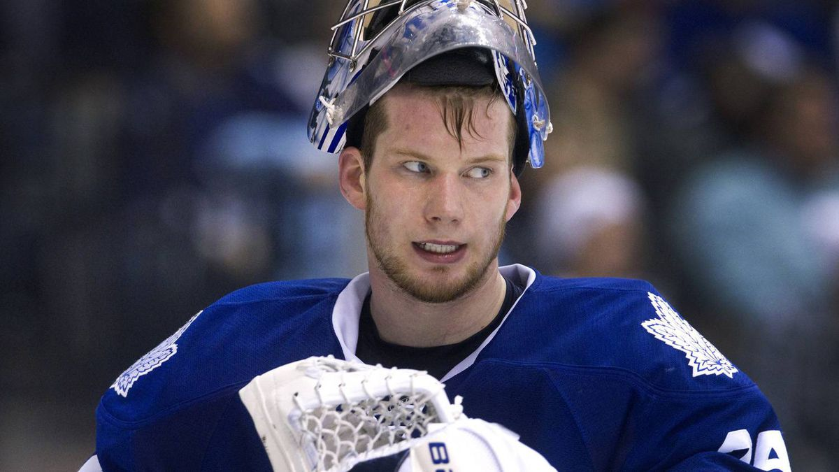 Toronto Maple Leafs goalie James Reimer looks determined as third period winds down against the Buffalo Sabres in their NHL hockey game in Toronto March 12, 2011. REUTERS/Fred Thornhill